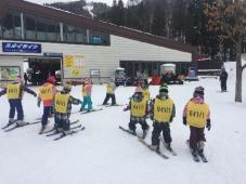 吹雪の中のスキーキャンプ!