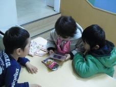 フロントは子ども達の出会いの場所です