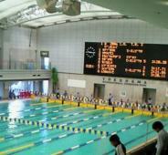 プールの深さにビックリ!水泳大会に参加しました。