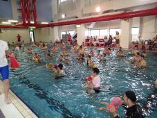 「家族でプールに大集合!」開催