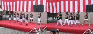 ダンスチーム 夏祭りで躍動!