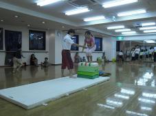 体操クラスの体験会を見学しました。