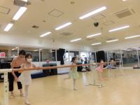 踊るためには柔軟性が大事