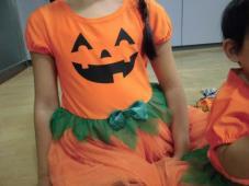 ハロウィーン仮装でダンス!